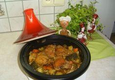 Tajine: kippenbovenbouten met aardappelen, broccoli en wortel