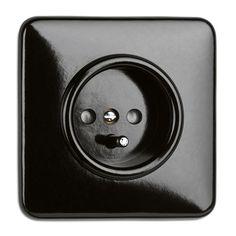 weinzierl.com - Online-Katalog - Licht & Wärme - Schaltersysteme Bakelit - Steckdosen - Steckdose mit Abdeckung