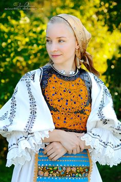 Popular Folk Embroidery Golden crown by MsLaurethil - Traditional Fashion, Traditional Dresses, Romanian Women, Contemporary Decorative Art, Tribal Fashion, Womens Fashion, Folk Embroidery, Embroidery Patterns, Golden Crown
