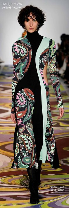 The Best Looks of Fashion Week Fall 2017 is a Large Collection of the Most Creative Top Designer Fashion Trends and Looks for Next Winter. Runway Fashion, Women's Fashion, Fashion Design, Fashion Tips, Fashion Trends, Pattern Dress, Dress Patterns, Minoan, Looks Chic