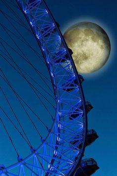 90 Charming Moonlight Photography Ideas and Tips Stars Night, Good Night Moon, Moon Stars, Sun Moon, Moon Shadow, Sombra Lunar, London Eye At Night, Moonlight Photography, Shoot The Moon
