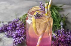 When water gets boring, quench your thirst with this delicious lavender lemonade. Lavender Drink, Lavender Lemonade, Non Alcoholic Drinks, Beverages, Eat Smart, Taste Buds, Easy Healthy Recipes, Drinking Tea, Smoothies