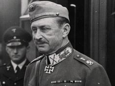 Marschall Carl Gustaf Emil Mannerheim wearing his knight's cross of the iron cross. He was also later awarded the oak leaves. Ww2 Photos, Oak Leaves, Military History, World War Two, Belgium, Wwii, Netherlands, Captain Hat, Two By Two