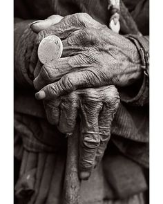 Hands, old, history, black and white, photo Hand Reference, Anatomy Reference, Figure Reference, Show Of Hands, Photographie Portrait Inspiration, Hand Photography, Portrait Photography, Old Hands, Old Age