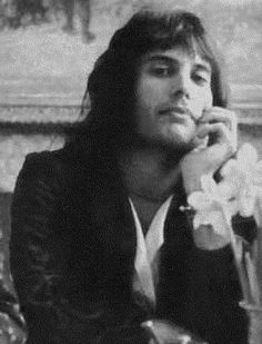 See Freddie Mercury pictures, photo shoots, and listen online to the latest music. Queen Freddie Mercury, Freddie Mercury Quotes, Queen Photos, Queen Pictures, Rare Pictures, Brian May, John Deacon, Freddie Mecury, Roger Taylor