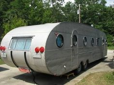 1953 Airfloat 35 foot Flagship This is pinned just because I can't believe in towing something bigger than my boat! Old Campers, Vintage Campers Trailers, Retro Campers, Vintage Caravans, Camper Trailers, Custom Campers, Happy Campers, Classic Campers, Camper Caravan