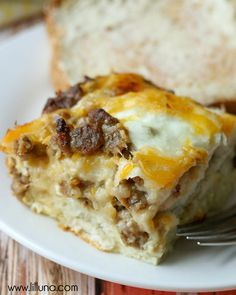 Delicious Egg Biscuit Casserole - just takes a few minutes to prepare! { lilluna.com }