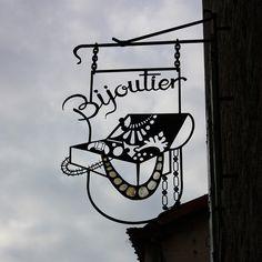 Enseigne d'un bijoutier, Villefranche-de-Conflent, France. Photo by philippe.ducloux; via Flicker (http://www.flickr.com/photos/philippeducloux/3216828377/in/pool-878287@N25/).