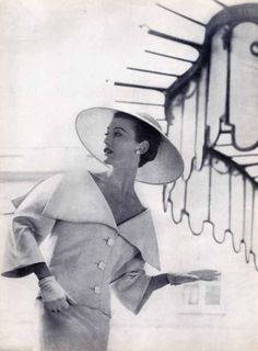 Balenciaga, 1954    Photo by Louise Dahl-Wolfe