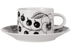 Paratiisi kuppi + lautanen, l Goods And Service Tax, Goods And Services, Black And White Theme, Black Currants, Ceramic Artists, Or Antique, White Porcelain, Things To Buy, Tea Cups