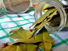 Most people preferred using natural home remedies over medicines. Most diseases … Bay Leaves, Plant Leaves, Laurier Sauce, Dry Leaf, Skin Care Remedies, Facebook Image, Natural Home Remedies, Wicca, Flower Power