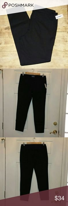 NWT Old Navy Pixie Mid-Rise Ankle Pants Size 6 * Brand New with Tag * Old Navy Pixie Mid-Rise Ankle Pants * Black * Size 6 Regular, 27in inseam * Cotton with a little stretch for flattering fit Old Navy Pants Ankle & Cropped