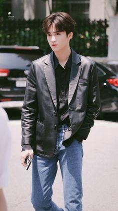 #Yanan ~ #Pentagon Steven Universe, Pentagon Members, E Dawn, Chinese Boy, Asian Boys, Boyfriend Material, Memes, Seventeen, Wallpaper