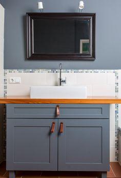 wohnzimmer wandfarbe grau orange akzente deko runde spiegel ... - Wohnzimmer Deko Orange