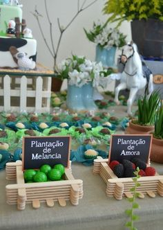 Discover thousands of images about Ideia Caixote Fazendinha com Palito de Picolé Popsicle Stick Crafts, Craft Stick Crafts, Diy And Crafts, Horse Party, Cowboy Party, Barnyard Party, Farm Party, Farm Birthday, 2nd Birthday Parties