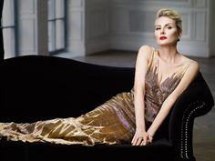 Кажется, что время не властно над Ренатой Литвиновой. Она по-прежнему выглядит на 30 и остается одной из самых красивых и завораживающих российских актрис. Мы постарались узнать о секретах, которые позволяют ей сохранять молодость и красоту.