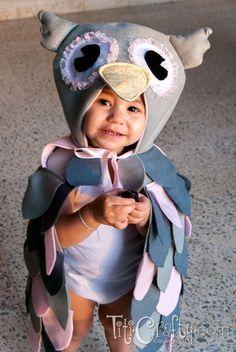 Mommy & Me DIY Halloween Owl Costumes | Titicrafty by CamilaTiticrafty by Camila