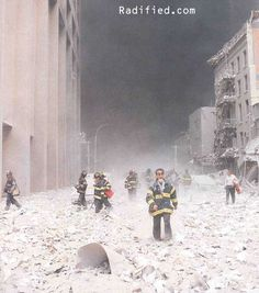 September 2001 - as the events unfolded from the initial impact of the terror attack on the Twin Towers at The World Trade Center World Trade Center, Trade Centre, We Will Never Forget, Lest We Forget, 11 September 2001, Historia Universal, Sad Day, Jolie Photo, God Bless America