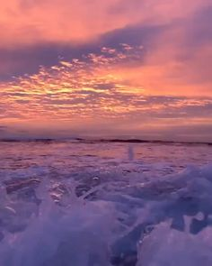 Beautiful sunrise this morning .ocean eyes /tag a friend who'd like this Song by : Beautiful Ocean, Beautiful Sunrise, Beautiful Places, Beautiful Nature Pictures, Nature Aesthetic, Aesthetic Videos, Retro Aesthetic, Aesthetic Dark, Aesthetic Pastel