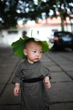 A cute little monk in Xichan Temple, Fuzhou, southeast China's Fujian Province