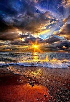 Ebb and Flow - Waves on Lake Michigan at sunrise. Beautiful World, Beautiful Images, Nature Pictures, Cool Pictures, Photos Voyages, Beautiful Sunrise, Ciel, Belle Photo, Amazing Nature