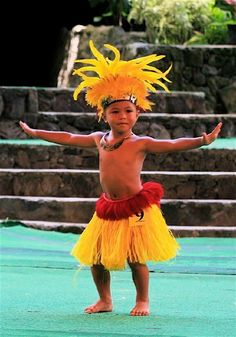 people of tahiti - - Yahoo Image Search Results Polynesian Dance, Polynesian Culture, Polynesian People, Tahitian Costumes, Hawaiian People, Polynesian Cultural Center, Hula Dancers, Kids Costumes Boys, Ethnic Dress
