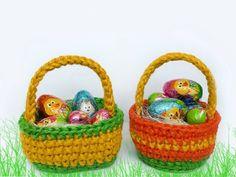 Material: Jutegarn (ca. 1,5mm) Häkelnadel Nr. 4 Kleber Abkürzungen: lm- Luftmasche fm- feste Masche hstb- halbes Stäbchen stb- Stäbchen km- Kettmasche Variante 1 1.Runde 3lm, 9 hstb in den Fadenring häkeln Jute, Happy Easter, Straw Bag, Baby Shoes, Basket, Kids, Paw Patrol, Party, Tejidos