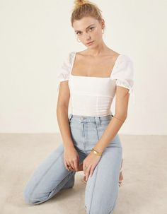 Love this white puff sleeve top! Bustiers, Modest Fashion, Fashion Outfits, Fashion Ideas, Corset Style Tops, Corset Tops, Hot Summer Outfits, Tv Show Outfits, Crop Top Outfits