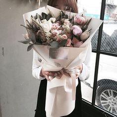 . Lesson Order Katalk ID vaness52 E-mail vanessflower@naver.com . #vanessflower #vaness #flower #florist #flowershop #handtied #flowergram #flowerlesson #flowerclass #바네스 #플라워 #바네스플라워 #플라워카페 #플로리스트 #꽃다발 #부케 #원데이클래스 #플로리스트학원 #화훼장식기능사 #플라워레슨 #플라워아카데미 #꽃수업 #꽃주문 #부케 #花 #花艺师 #花卉研究者 #花店 #花艺 . . 오랜만에 와서 수업해도 척척 잘한 수연이