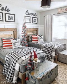 30 Cozy And Wonderful Rustic Farmhouse Christmas Decorating Ideas The holiday season is a magical time of the year and there are a variety of ways to decorate your home to celebrate this joyous season using beautiful rustic farmhouse Christmas decor. Christmas Bedroom, Farmhouse Christmas Decor, Christmas Home, Rustic Christmas, Christmas Gifts, Xmas, Childrens Christmas, Christmas Ornaments, Farmhouse Homes