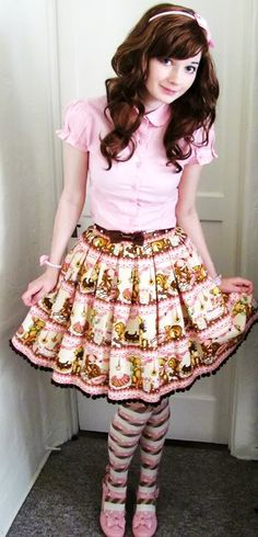 Casual Sweet Little Bears Café Coordinate.  Can't tell if she's wearing a petti or not... cute coord, though.