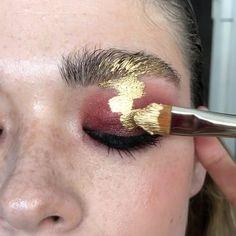 Repost Olga Fox ・・・ Liquid gold ⭐️ Makeup Olga Fox Gold by Mehron Makeup . Makeup Goals, Makeup Inspo, Makeup Art, Makeup Inspiration, Mehron Makeup, Skin Makeup, Liquid Gold Makeup, Gold Eyeliner, Neutral Makeup