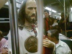 Te puedes encontrar a San Judas Tadeo viajando en Metro - Como no, si nos tiene que cuidar