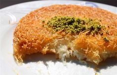 Turkish Kunefe (Künefe) Künefe is considered to be one of the most delicious Turkish desserts, especially in the city of Antakya (Antioch) located on Mediterrenean Sea, in Southern Turkey. Greek Desserts, Greek Recipes, Quick Healthy Meals, Healthy Recipes, Baklava Cheesecake, Turkish Restaurant, Cookie Recipes, Dessert Recipes, My Favorite Food