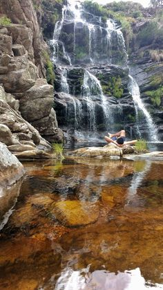 Relaxando na Cachoeira do Tombador, Parque Nacional da Serra do Cipó - MG - Brasil Beautiful Places To Visit, Places To See, Places Around The World, Around The Worlds, Brazil Tourism, Waterfall Trail, Sunset Photography, Best Photographers, Natural Wonders