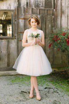 Kurzes Hochzeitskleid bis unter die Knie
