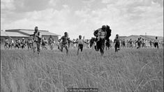Magnum photographer Ian Berry was at the Sharpeville massacre in In the first video of a new series, he relives the event that marked a defining moment for apartheid. Uk History, Black History, Family History, Ian Berry, 21 Mars, Police, Le Village, Apartheid, People Running