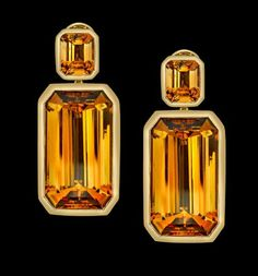 Rare and distinctive, citrine can vary in colour from pale lemon to deep gold, but the fact that it is always yellow makes it all the more desirable.