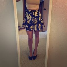 Forever 21 skirt Brand new high waisted peach and black floral skirt Forever 21 Skirts