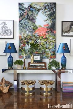 """""""An entry should set the tone for a house. I wanted mine to say, 'This house is about color, art, and collecting,'"""" explains Los Angeles-based Molly Luetkemeyer of her gallery-like foyer Restoration Hardware Sofa, Estilo Kitsch, Leontine Linens, Hollywood Homes, Back Painting, Entryway Furniture, Entryway Ideas, Foyer Design, Custom Sofa"""