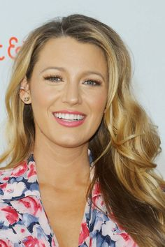 Love the Gossip Girl hairstyles? See our gallery of Blake Lively's hairstyles in Gossip Girl and on the red carpet. Blake Lively Makeup, Blake Lively Hair, Gossip Girl Hairstyles, Hair Icon, Glamour Uk, Hair Day, Beautiful Celebrities, Britney Spears, Beauty Women