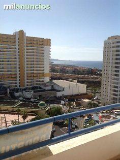 ADEJE 300. Mirando a playa de las Am�ricas y mar, nos encontramos con este apartamento en residencial Paraiso del Sur en playa Paraiso, c�ntrico y caminando a comercios, parada bus y taxi, playas, gim, etc. Donde encontramos piscinas, parking, ascensores, jardines c