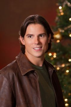 Sean Faris to Lay Down Law on Pretty Little Liars Season 4 Spencer And Toby, Sean Faris, Pretty Little Liars Seasons, Hallmark Movies, Hallmark Channel, Hot Actors, Hair And Beard Styles, Christmas Movies, Season 4