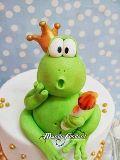 TARTA RANITA Polymer Clay Figures, Polymer Clay Crafts, Cake Decorating Tutorials, Cookie Decorating, Frog Activities, Frog Cakes, Cake Models, Charcuterie Platter, Baking Clay