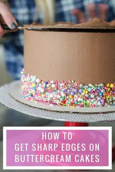 Step-by-step tutorial for using a cake board to get a sharp edge on the top of your buttercream frosted cake. I've been… Step-by-step tutorial for using a cake board to get a sharp edge on the top of your buttercream frosted cake. Creative Cake Decorating, Cake Decorating Techniques, Cake Decorating Tutorials, Creative Cakes, Cookie Decorating, Cake Icing Techniques, Decorating Cakes, Buttercream Cake Decorating, Buttercream Birthday Cake