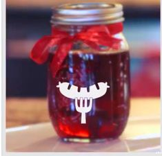 Peppermint candy cane moonshine. Happy Drink, Happy Hour Drinks, Fun Drinks, Yummy Drinks, Alcoholic Drinks, Beverages, Homemade Whiskey, Homemade Alcohol, Homemade Liquor