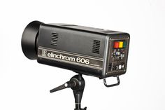 1976 - elinchrom - 606 Compact Tom Brokaw, Compact, Museum, Fashion Trends, Museums, Trendy Fashion