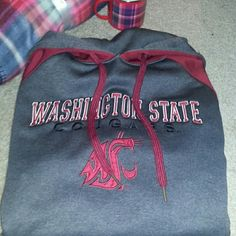 WSU Cougar hoodie Preloved Coug pullover. Back of hoodie is solid charcoal gray and matches the inside hoodie. Tag is men's size large and I wore it as a women's XL. Please see picture's 3 & 4 where I've pointed out the only flaw. It seems to have tiny snag that can barely be seen unless you're looking for it. WSU Sweaters