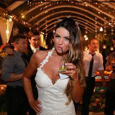 YolanCris |Mariana and Rafael got married in Rio de Janeiro. The bride chose Togo wedding dress from Ibiza Collection by YolanCris  #Brazil #casamento #noiva #vestidodecasamento #vestidodenoiva #RiodeJaneiro #RJ