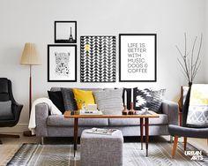 """Ideia de decoração para sala de estar moderna e aconchegante em tons de cinza com uma composição de quadros decorativos em preto e branco. Compre as artes da coleção """"Black and White"""" em nossa loja online ou em nossas Galerias físicas. #vamosespalhararte #decoração #arquitetura #inspiração #interiores #lambelambe #arte"""